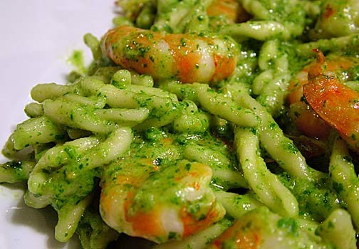 Video Tutorial: Strozzapreti con pesto, pomodorini e gamberetti